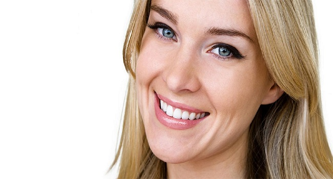 How to Safely Whiten Your Teeth at Home