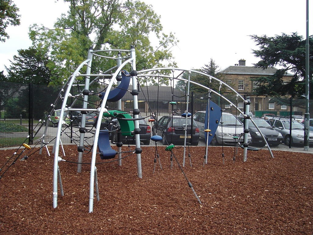 Climbing frames and the benefits they can bring your family 2